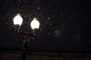 Street_light_in_the_snow